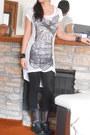 Studded-taunt-ziginy-boots-x-ray-tunic-bcbg-dress-forever-21-leggings