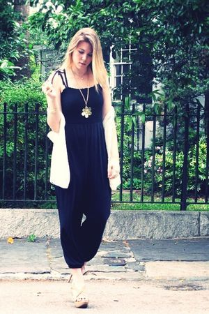 white thrifted vest - black H&M pants - gold random boutique necklace - beige Je