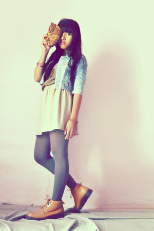 Gats Cruisse boots - sky blue jacket - beige DIY skirt