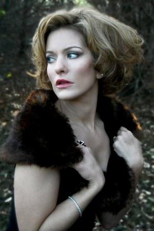 black full circle Express skirt - dark brown faux fur collar Louis Vuitton scarf