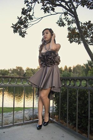 black black Shoedazzle heels - light brown Liz Lee dress