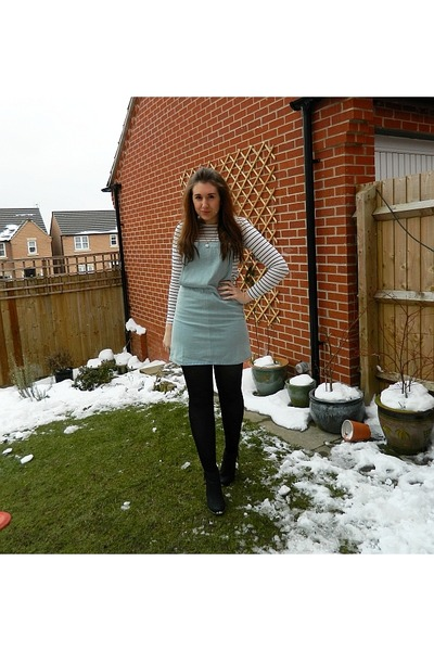 white new look top - black ankle studded new look boots