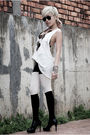 Black-diy-bra-white-rvca-top-black-market-shorts-white-topshop-stockings-