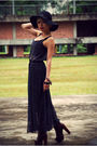 Black-eclipse-hat-blue-nobrand-dress-brown-lita-shoes