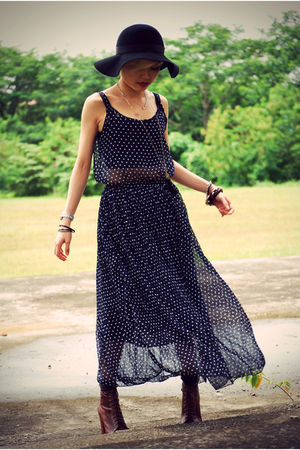 black Eclipse hat - blue Nobrand dress - brown Lita shoes
