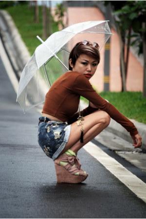 pink wedges Topshop shoes - sky blue vintage shorts - dark brown cropped top Top