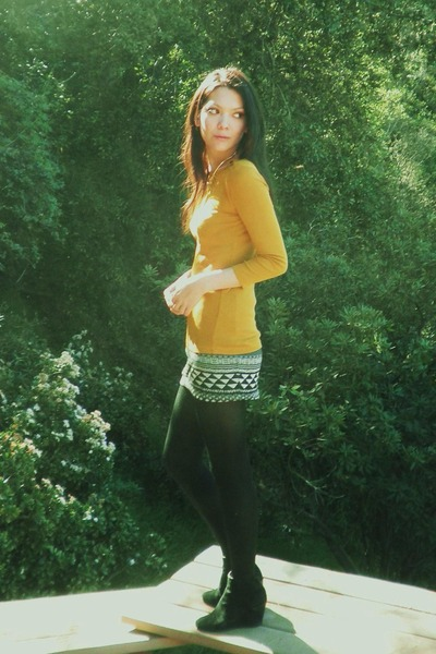 vintage boots - JCrew top - Urban Outfitters skirt - gold H&amp;M Trend necklace