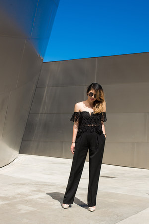 black round sunglasses - black high waisted pants - tan t-strap pumps