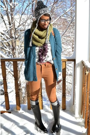 black rain UrbanOG boots - brown Levis jeans - white OASAP sweater
