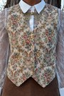 Beige-corduroy-floral-vintage-vest-black-fedora-thrifted-hat
