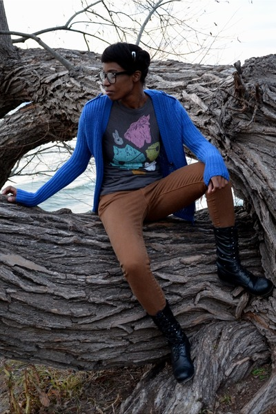 black Bamboo boots - brown high waisted Levis jeans - blue everly cardigan
