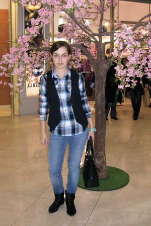 Uniqlo shirt - boots - Miss Selfridge jeans - bag - H&M vest - bracelet