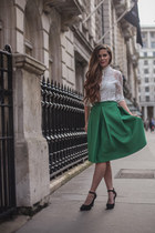 green midi Chicwish skirt - ivory high-neck sammydress top