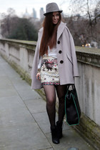 beige sequin Boohoo skirt - black cuban heel next boots - black tote zalando bag