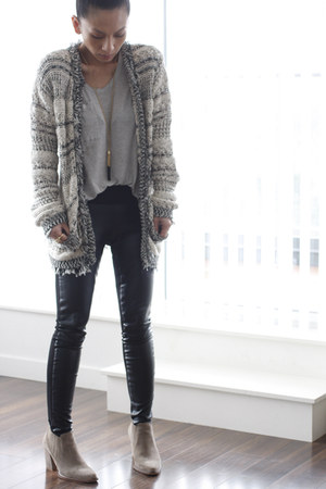 suede beige Zara boots - Zara sweater - Club Monaco leggings - Club Monaco shirt