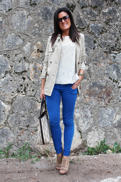 Sfera coat - Carolina Herrera bag - Bershka pants