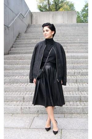 black leather pull&bear jacket - black Mango bag - black turtleneck Zara blouse