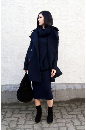 navy knitted The Fifth via BNKR dress - black Mango shoes