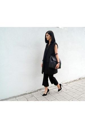 black Hieleven bag - black SQR Studio vest - black Jessica Buurman pants