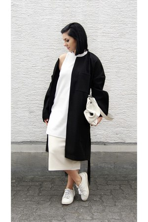 white Zara shoes - black Whiite via Garmentory coat - white Zara bag