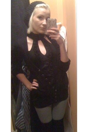 black Spring hat - black Costa Blanca skirt - black streetwear society sweater -