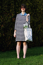 eggshell canvas tote American Eagle bag - black stripes smock Gap dress