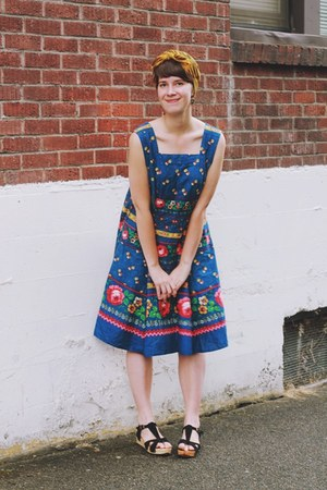 navy floral Straylight Vintage dress - black Urban Outfitters shoes