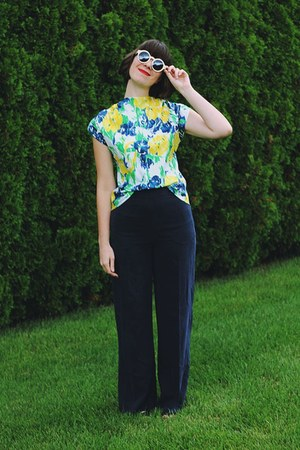 yellow Mousevox Vintage blouse - navy H&M pants