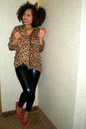 red Steve Madden heels - black faux leather Ragstock leggings