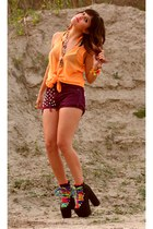 maroon studded Levi shorts - orange neon orange blouse