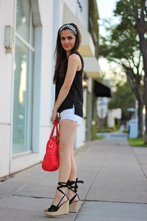 red purse - white American Eagle shorts - black H&M top - black wedges