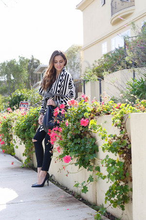 black Topshop jeans - black Forever 21 sweater - black Zara heels