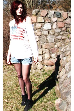 usa flag sweater - jeans shorts - sneakers