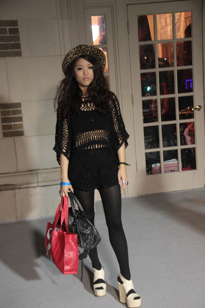 knit crochet Forever 21 sweater - twiggy balenciaga bag