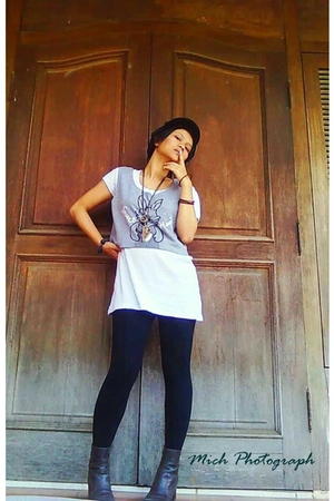 forgotten vest - t-shirt - leggings - necklace - bracelet