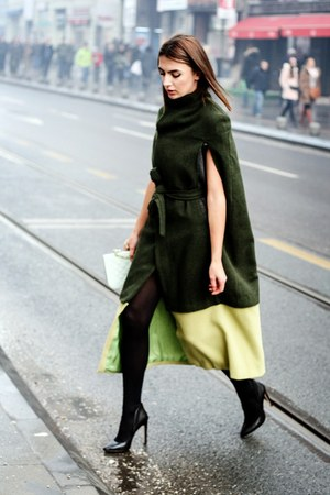 YOUNG SOPISTICATES cape - dark green cape
