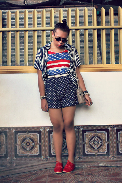 Pretty girl fashion shirt - So FAB shoes - vintage bag