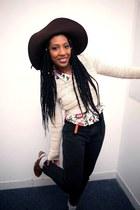 bubble gum floral shirt - dark brown hat - beige chunky sweater