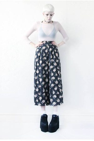 navy floral print Mind the Mustard pants - white mesh Mind the Mustard top