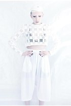 white airtex Mind the Mustard shorts - white lace Mind the Mustard top