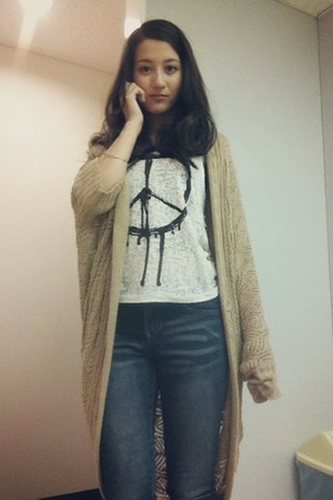 camel long knit cardigan - navy cropped Galstar jeans
