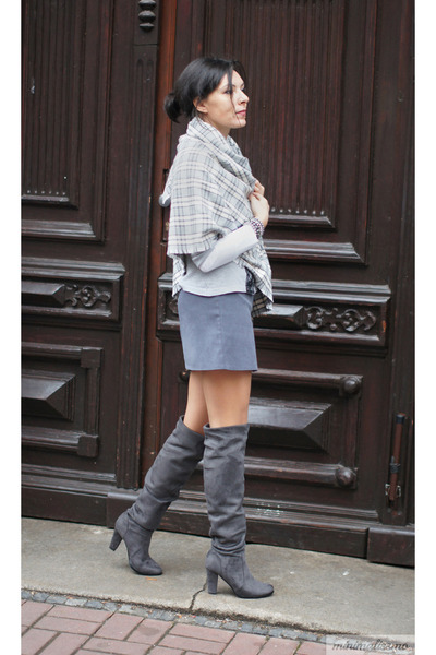 charcoal gray boots - heather gray c&a skirt