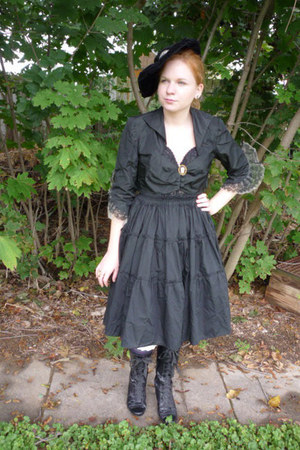 black lace up boots - black vintage hat - black 50s vintage jacket