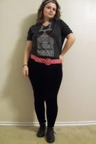 gray Forever 21 shirt - black leggings - black Forever 21 shoes - red EDC belt