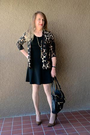 black Jessica Simpson bag - light brown Shoedazzle pumps - black kensie skirt