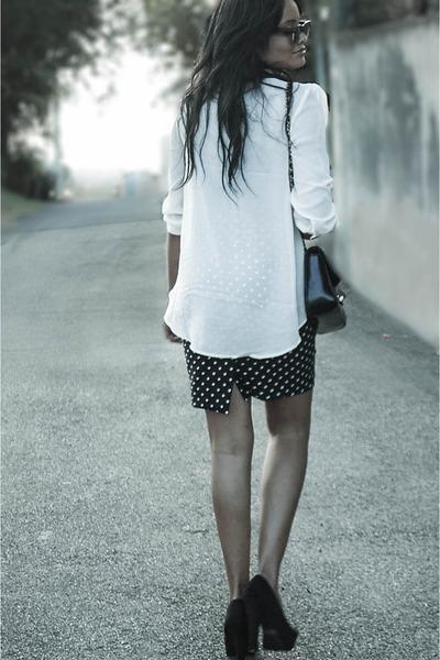 black Chanel purse - polka dots skirt - black Ray Ban glasses