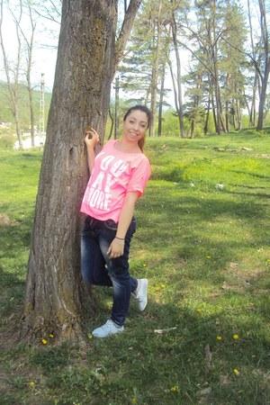 navy Zara jeans - hot pink H&M t-shirt
