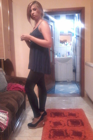 black Zara tights - blue Zara blouse - blue H&M heels