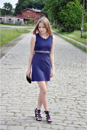 navy River Island dress - black Deichmann heels