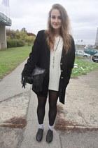 Secondhand coat - H&M bag - Gate socks